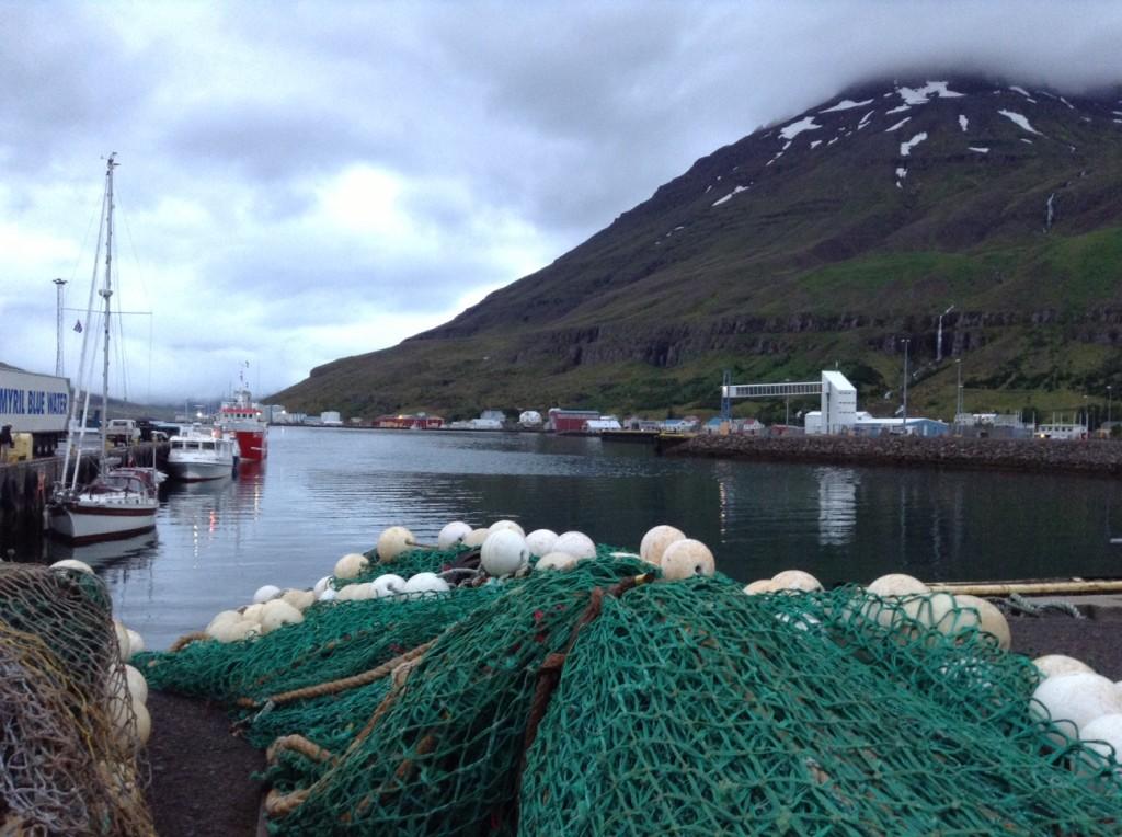 Le port de Seydisfjordur, Islande , notre point de départ pour les Îles Féréo , le 12 août 2013