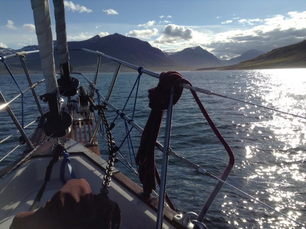 entrant dans le fjord vers SEYDISFJORDUR, Islande