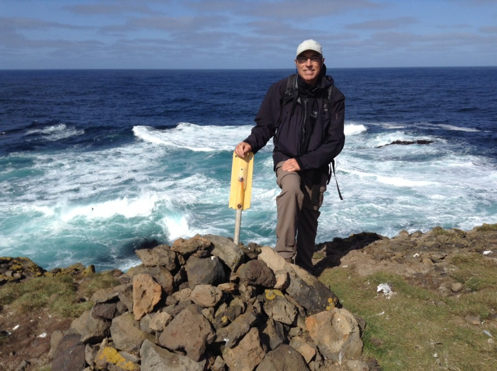 Claude exactement au point le plus au nord en Islande, sur Grimsey Island, au delà du cercle arctique!
